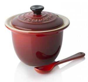 Le Creuset Serviertopf Mini in kirschrot